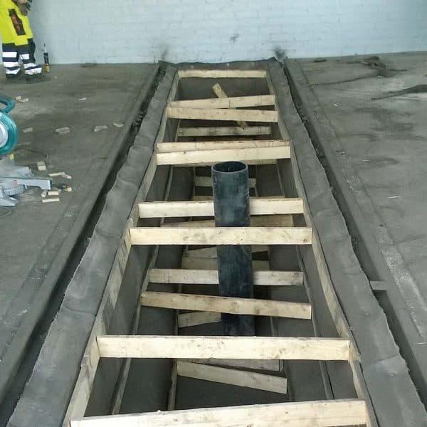 Autopesulan altaan pohjalle